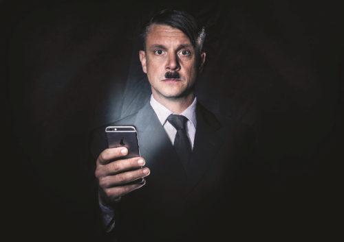 Hitler už je tady zas. Zatím naštěstí jen v nové hře Divadla Na Jezerce