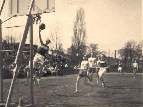 Výstava v pražském Paláci YMCA oslaví 125. let basketbalu