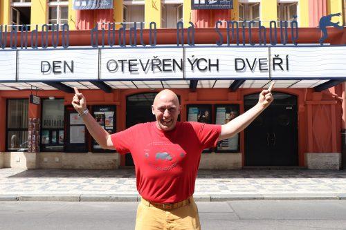 Švandovo divadlo chystá Den otevřených dveří. Po divadle budou provázet herci