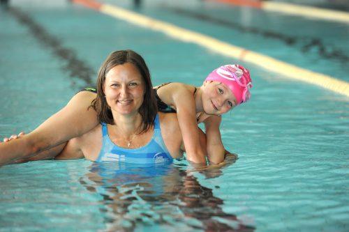 """Hledáte pro dítě plaveckou školu nebo se i sami zdokonalit? Vyzkoušejte plavání """"na míru"""", zájem o ně mají až v Austrálii"""