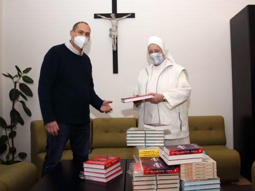 Nakladatelství ZEĎ nadělilo knihy. Radost udělají lidem, kteří pečují o druhé