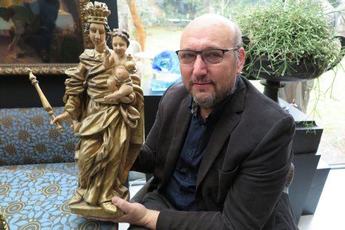 Starožitný nábytek, hodiny i sochy světců. VArthouse Hejtmánek chystají další online aukci