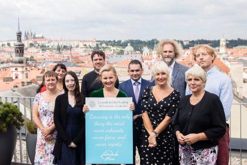 V Praze se otevřela nová škola kombinujícíprezenční a distanční výuku. Žádný covid ji nezavře